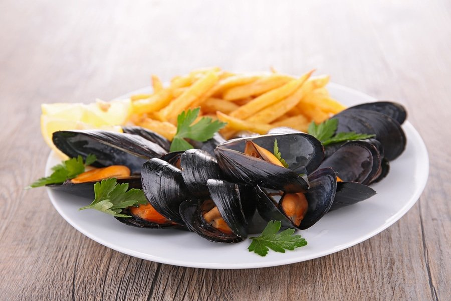 Moules-frites or Moules et frites