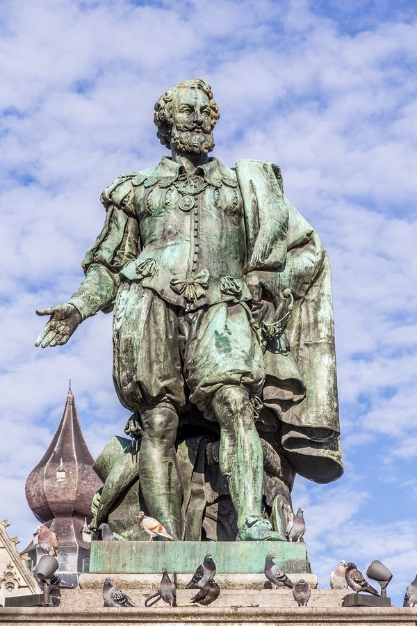 Statue of painter Peter Paul Rubens, Antwerp