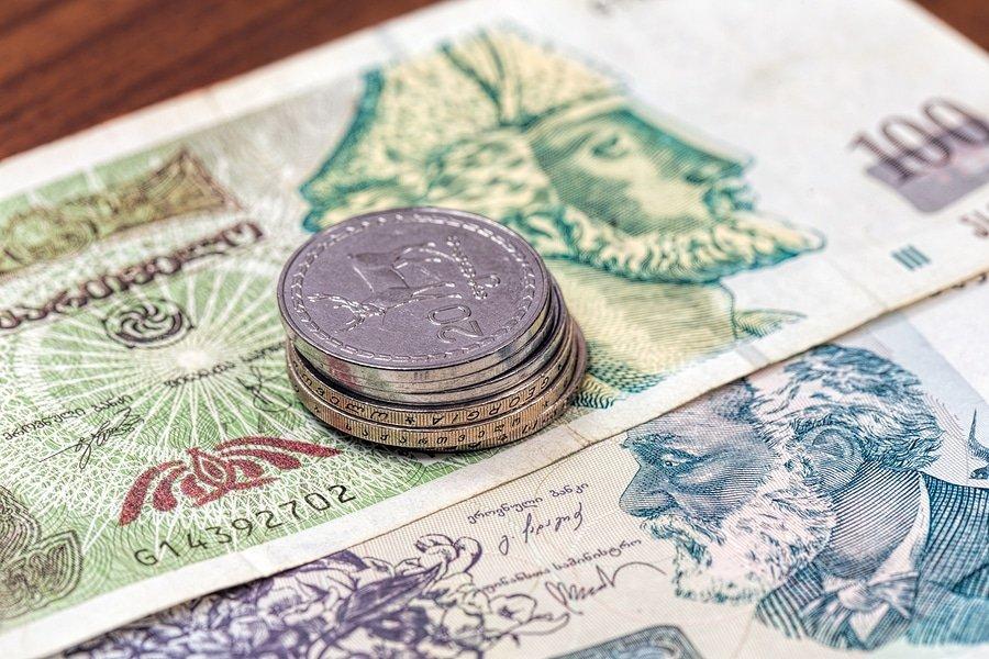 Georgian currency bills Lari (ET1972/Shutterstock.com)